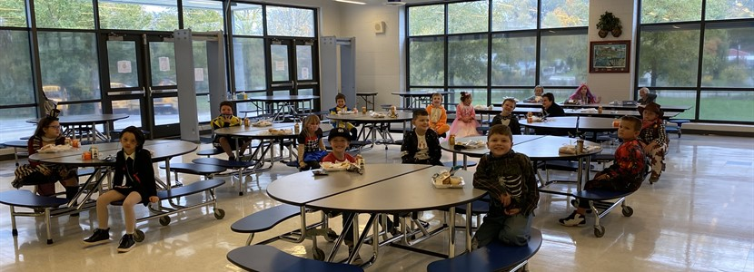 Mrs. Howell's Class eating lunch in the lunchroom!